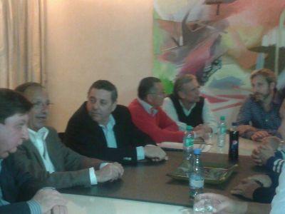 A horas del cierre de listas, De �ngeli y Godoy recibieron el respaldo de 12 intendentes radicales
