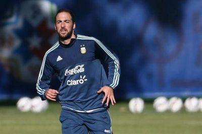 Gonzalo Higuaín le ganó la pulseada a Carlos Tevez, y Mascherano no tiene reemplazante