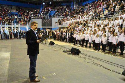 Cientos de alumnos marplatenses prometieron lealtad a la bandera