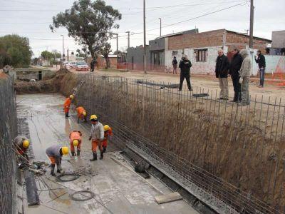 El Intendente recorrió obras del canal de 112