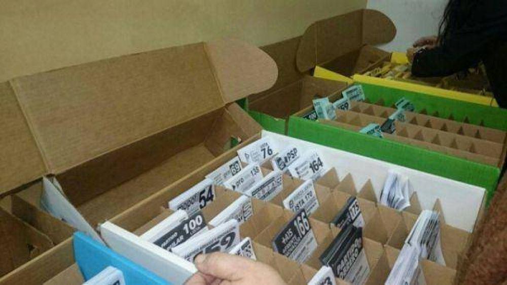 Las cajas electorales debutaron con algunos problemas y ya hay denuncias por falta de boletas