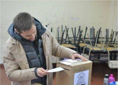 El candidato a gobernador Federico Sciurano emitió su voto