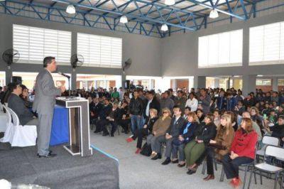COLONIA PASTORIL: EL GOBERNADOR ENTREGÓ VIVIENDAS A PUEBLOS ORIGINARIOS E INAUGURÓ UN EDIFICIO ESCOLAR CON ALBERGUE