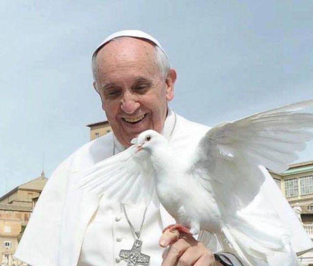 El Papa Francisco venera la Sábana Santa de Turín
