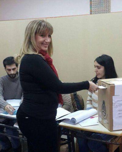 Vuelve a ganar el voto en blanco en la Legislatura, pero el Frente para la Victoria se lleva nueve bancas
