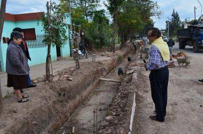 Cipolini visitó la construcción del canal revestido de calle 17