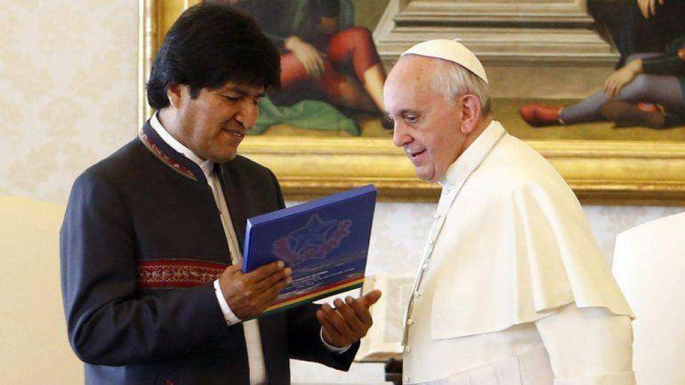 Bolivia: planean regalarle al Papa un pastel con hojas de coca
