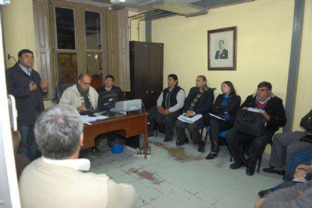 Los gremios docentes quieren dialogar con los ministros
