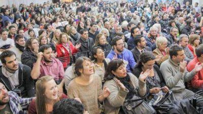 El kirchnerismo de Morón presentó su lista en un plenario lleno de euforia