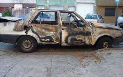 Ataque mafioso a la hermana de Luciano Arruga: Le prendieron fuego el auto