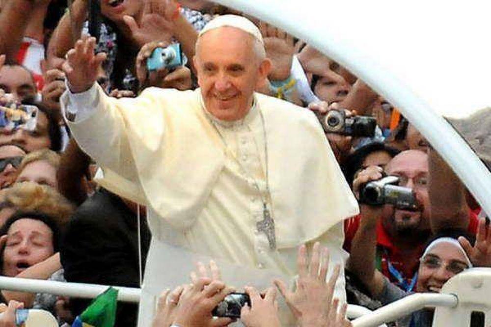 Los santiagueños viajan a Bolivia y Paraguay para estar cerca de Francisco