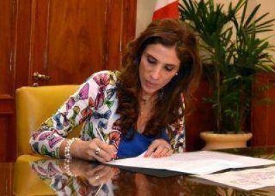 Firman decretos para obras en la Capital y en el interior