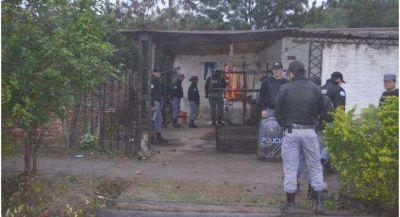 La Policía allanó una vivienda en busca de elementos robados y encontraron armas de fuego