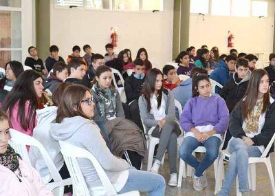 """Alumnos de colegios secundarios piquenses participaron del seminario-taller """"Voto Joven"""""""