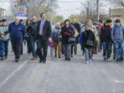 Soria y vecinos habilitaron pavimento en Stefanelli