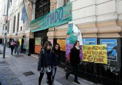 Ya son 14 los colegios tomados y aún no se resuelve el conflicto
