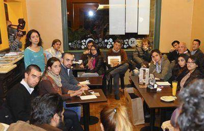 El Café Emprendedor brindó consejos y experiencias para emprendedores