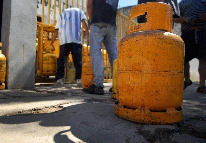Petroleros levantan el paro, pero igual faltarán garrafas