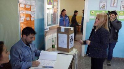 �El voto en blanco no es bueno, es indiferencia, no es bueno que a la gente no le importe el futuro de la provincia�, dijo Boyadji�n