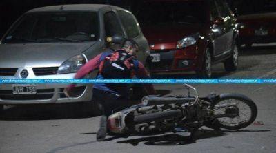 Papel�n: un polic�a intent� escapar del control de alcoholemia y termin� en el suelo
