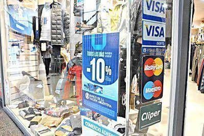 La mayoría de las ventas en los comercios se hacen con tarjeta