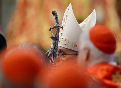 «Cuántas fuerzas intentan acabar con la Iglesia, pero ella sigue viva»