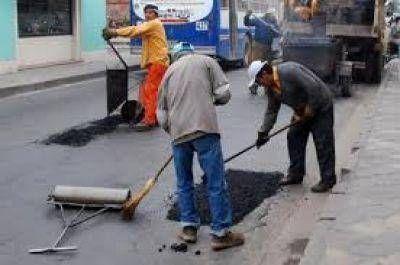 La Municipalidad trabaja con las tareas de bacheo y limpieza de desagües