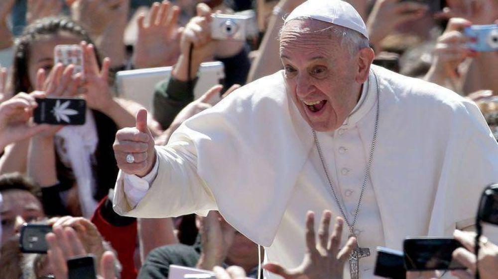 Francisco quiere mascar coca en Bolivia