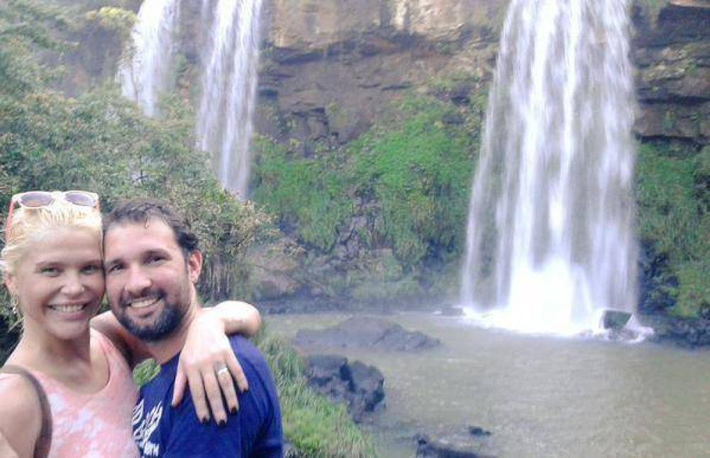En Iguazú: Nazarena Velez y su novio protagonizaron un nuevo escándalo y se lo llevaron esposado