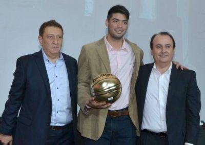Nicolás Aguirre se llevó el MVP de la temporada 2014/15