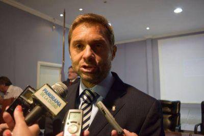 Sciurano pondrá a disposición su renuncia a la presidencia de la UCR
