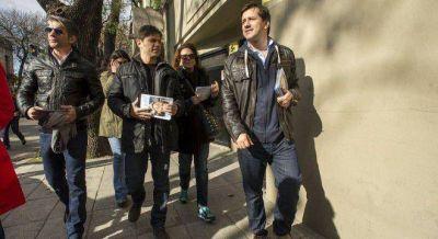 Recalde cierra su campaña en la Ciudad junto a Fito Páez