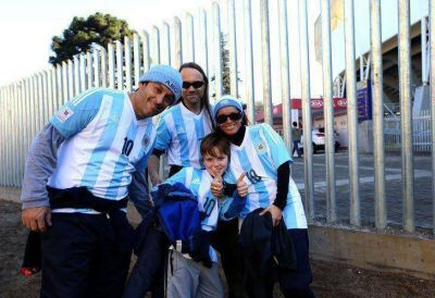 Los hinchas argentinos coparon Concepción a la espera de la semi