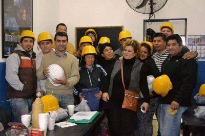 El FPV Tigre repartió materiales de trabajo junto a la UOCRA en Troncos