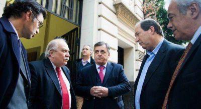 El radicalismo negoció la salida de Cabral con el Gobierno por la causa de coimas en el Senado
