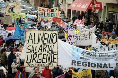 """Regionales docentes en medida de fuerza pese a la calificación de """"paro político"""""""