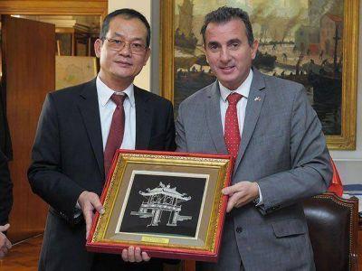 Mendoza reforzó el vínculo comercial y tecnológico con Vietnam