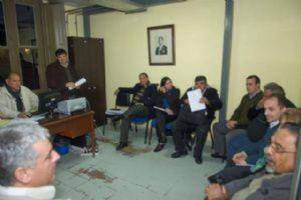 Los docentes quieren negociar con el ministro José Ariza