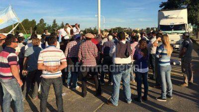 Gobierno prometió financiamiento a productores para destrabar el conflicto