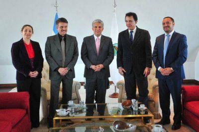 Poggi recibió al rector de la UAI y al cónsul de la India