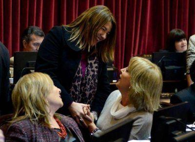 Bertone recibió un caluroso recibimiento en el Senado tras su triunfo electoral