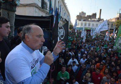 Accastello cerró su campaña en Córdoba y aseguró que transformará la provincia