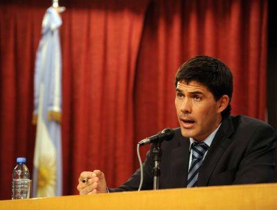 El secretario de Transporte, Alejandro Ramos, criticó a Antonio Bonfatti por no invertir en transporte a través de trenes en la región