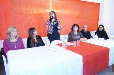 Lourdes Zaccardi presentó la lista que competirá en las Primarias