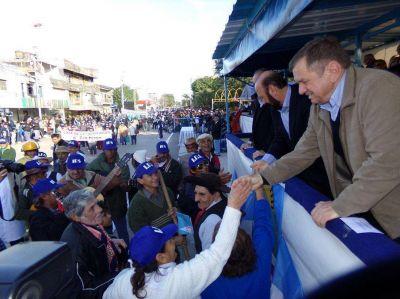 Entusiasmo popular rodeo al mega-desfile 60° aniversario de Formosa como provincia