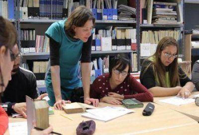 Bibliotecarios capacitaron en taller dictado por la UNTDF