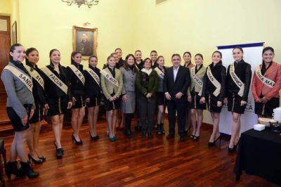 Lucía recibió a las candidatas a Reina del Poncho