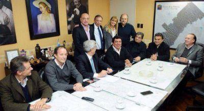 Cumbre de intendentes con Domínguez para ajustar la estrategia contra Aníbal