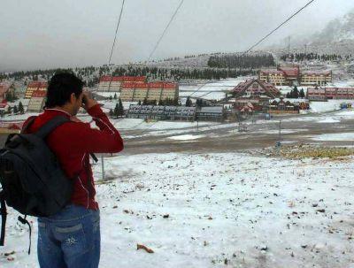 Nevó en Las Leñas y esperan el arribo de más turistas