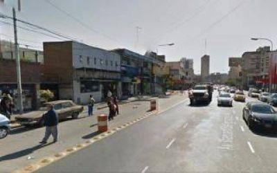 Vecinos lincharon hasta matar al ladrón de un kiosco en Avellaneda